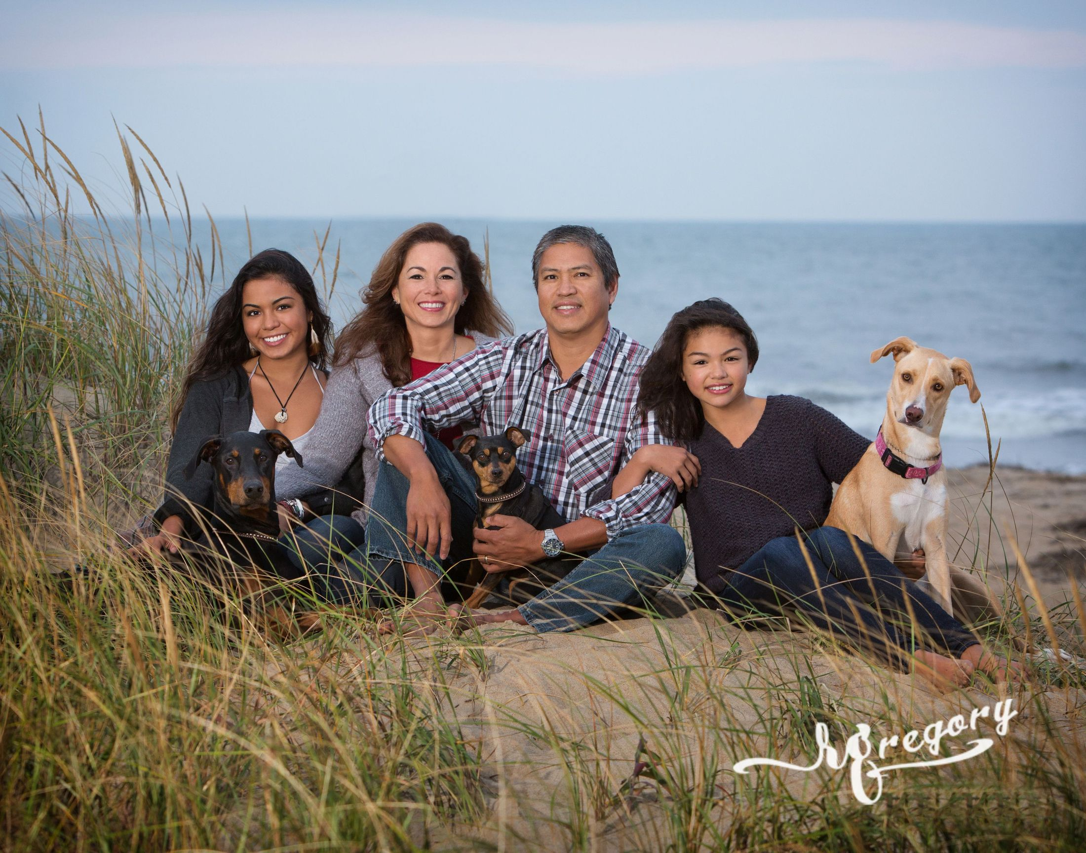 Aragones family photography sandbridge beach dunes and grass