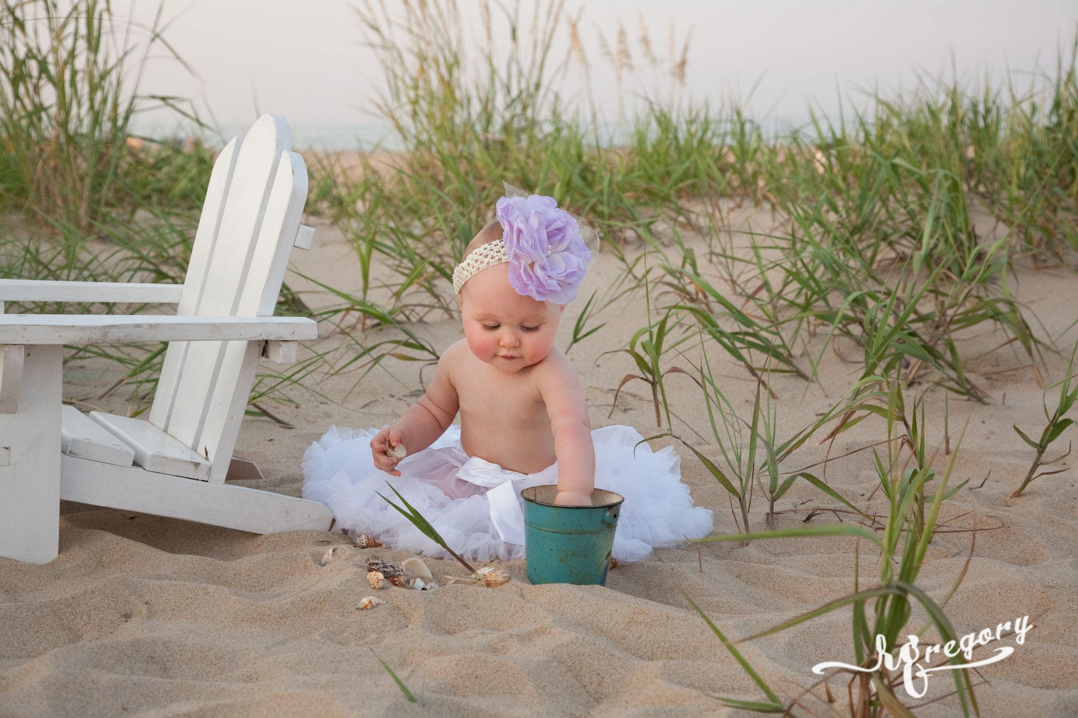 baby girl beach bucket and chair child photographer